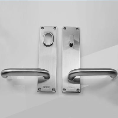 Entrance door handle with back plate key thumb turn